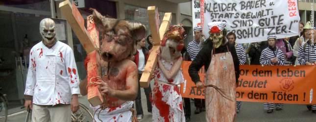 Eine Demonstration gegen das Leid und dagegen die Augen vor Quälerei zu verschießen.