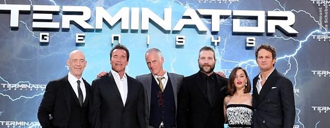 Da zoomen wir doch nochmal ran: J.K. Simmons, Arnold Schwarzenegger, Alan Taylor (Regie), Jai Courtney, Emilia Clarke, Jason Clarke.