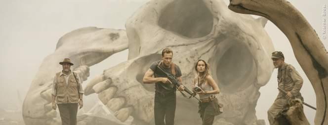 Das ist Tom Hiddleston, kein Riesenaffe! Das erste Bild von King Kong seht ihr im Video in unserem Player!