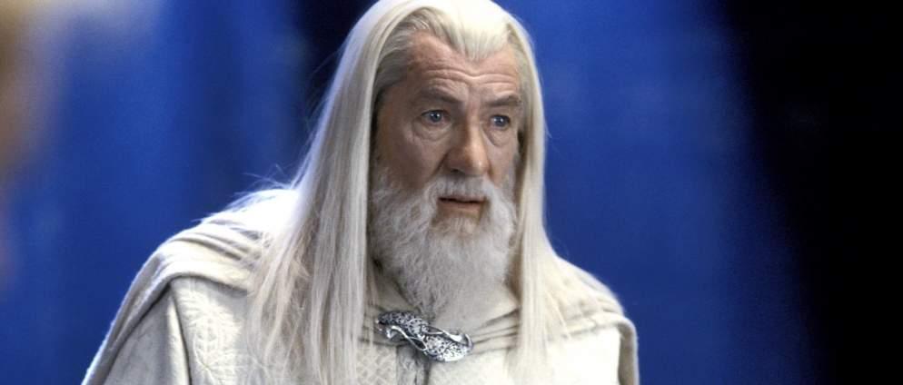 """Sehen wir in """"Der Herr der Ringe""""-Serie einen jungen Gandalf? Kult-Schauspieler Ian McKellen reagiert witzig auf diese Fantheorie"""